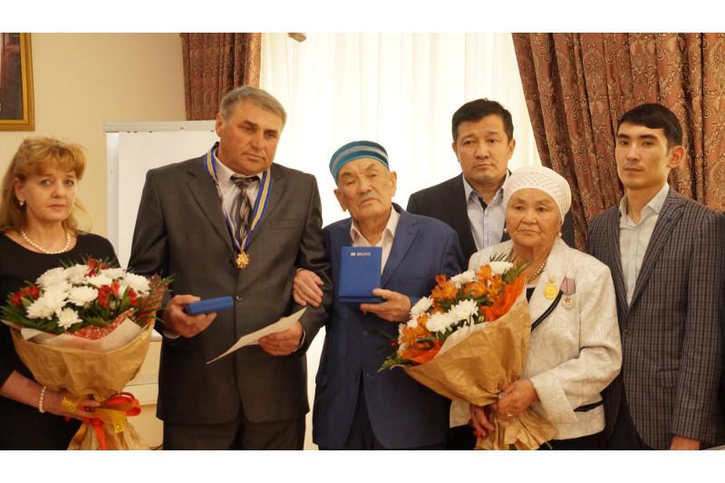 Отцу погибшего в схватке с браконьерами егеря Е.Нургалиева вручили орден «Барыс»