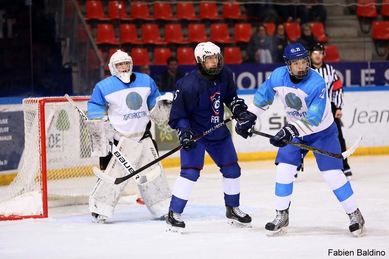 Сборная Казахстана разгромила Францию на юниорском ЧМ по хоккею