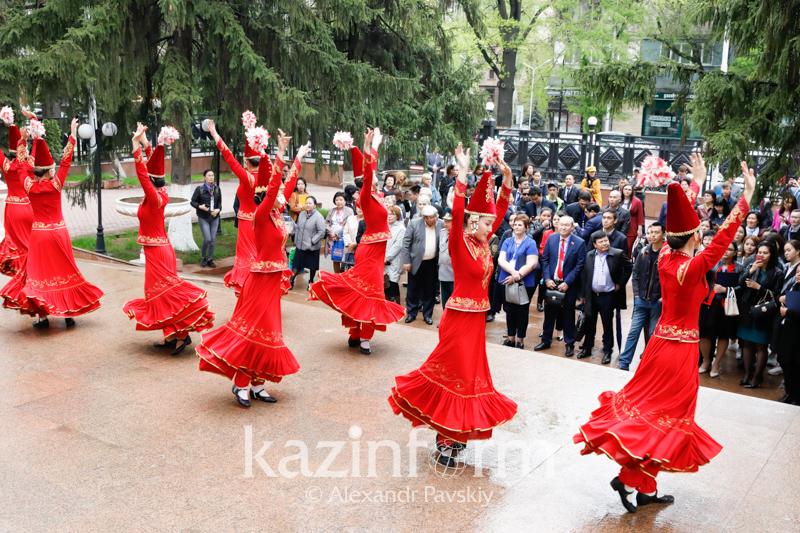 ТОП-50 проектов от НПО собрала ярмарка социальных идей в Алматы