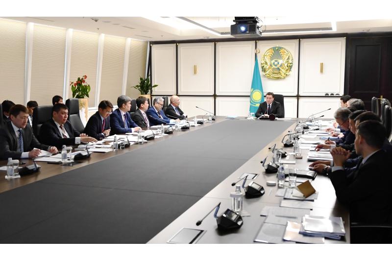 Аскар Мамин провел совещание по вопросам развития финансового центра «Астана»