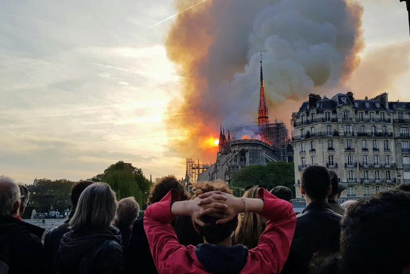 托卡耶夫总统就巴黎圣母院大火向法国人民表示慰问