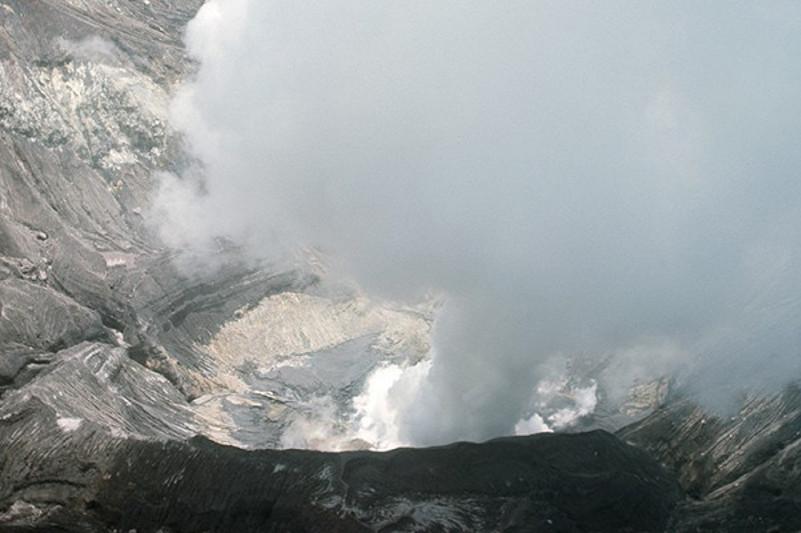 日本阿苏山火山小规模喷发