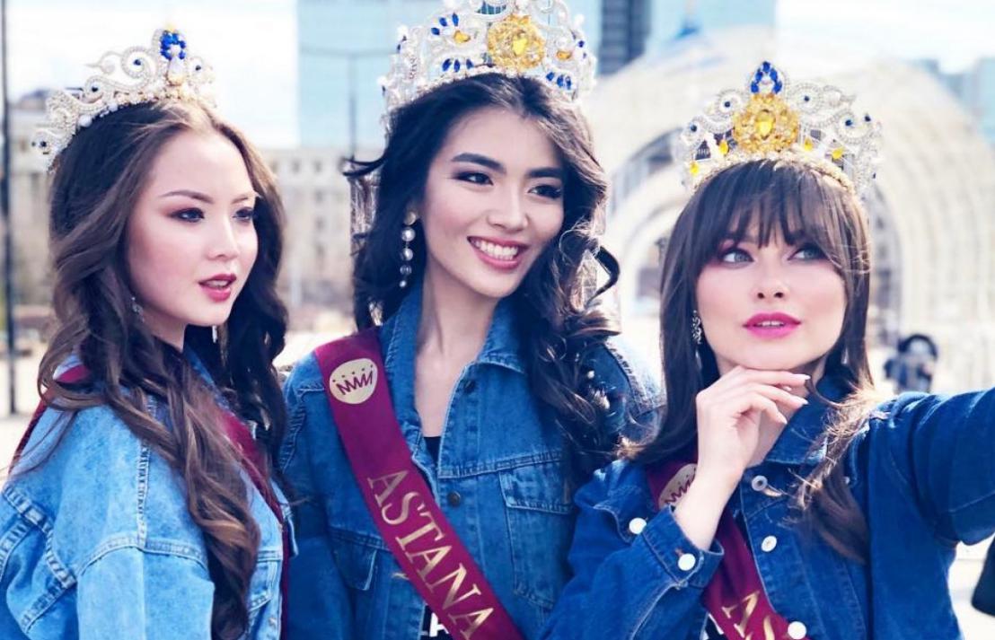 """""""哈萨克斯坦小姐2019""""众佳丽身着牛仔装亮相努尔-苏丹市街头"""