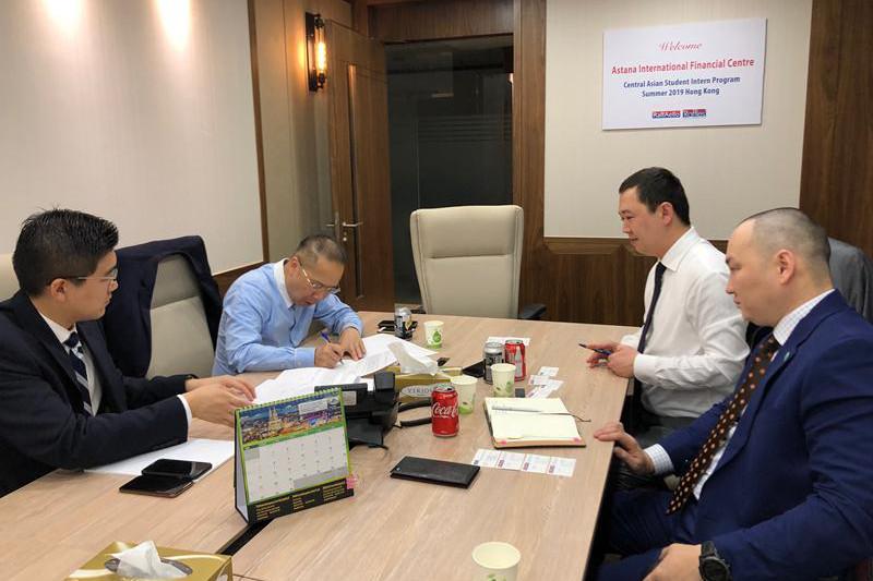 Казахстанцев будут обучать IPO в Гонконге