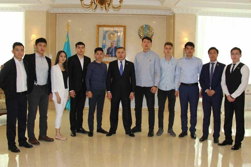 驻华大使努雷舍夫接见哈萨克斯坦访华大学生
