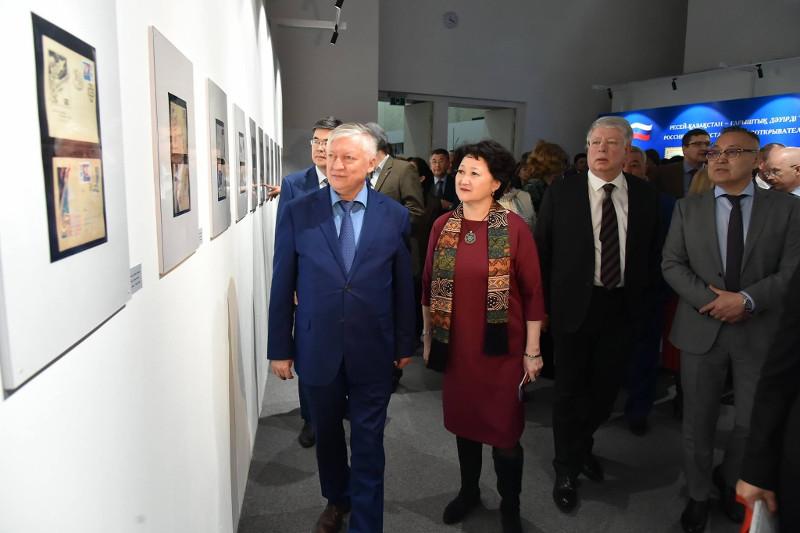 Анатолий Карпов жинаған ғарыш туралы сирек маркалар көрмеге қойылды