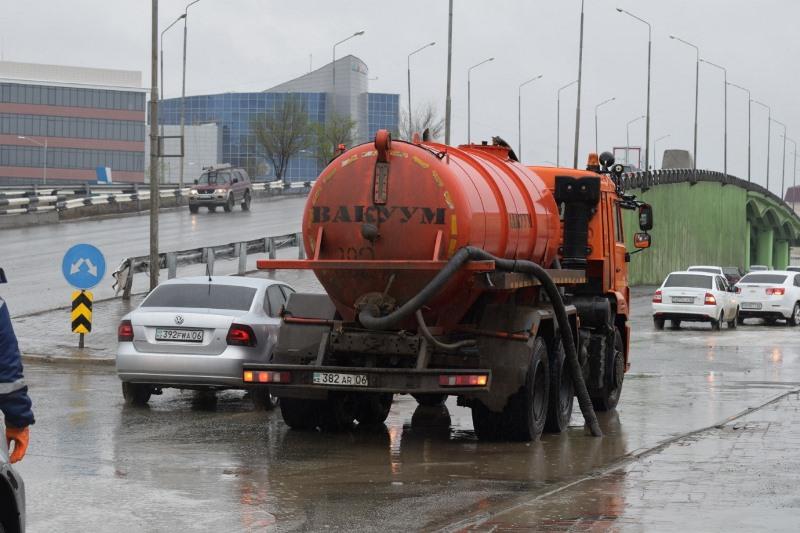 Дождь в Атырау: за сутки откачано 4 тысячи кубов воды