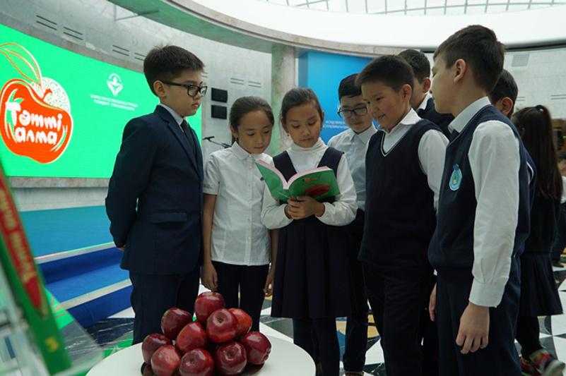 Детский литературный сборник «Tәтті алма» презентовали в столице