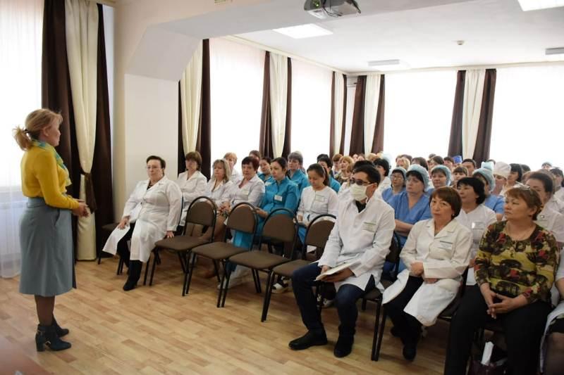 В поддержку внеочередных выборов выступили костанайские медики