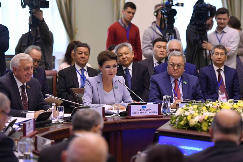 参议院议长纳扎尔巴耶娃率团出席独联体议会大会会议