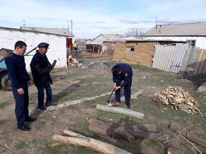 #ДелайДобро: костанайские полицейские помогли одинокому пенсионеру