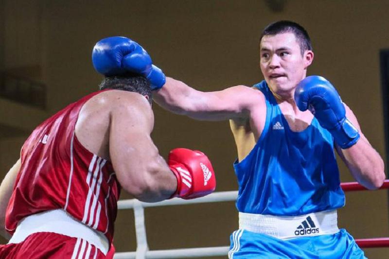 Третий казахстанский боксер одержал победу на старте чемпионата Азии