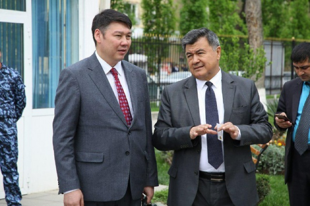 Қазақ жігіті Қытай полициясы арасында «Бокс патшасы» атанды - Шетелдегі қазақ тілді БАҚ-қа шолу