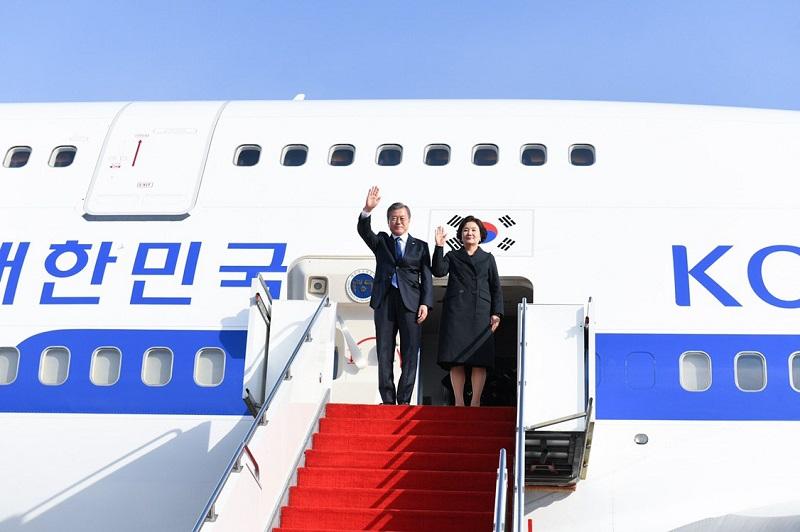 韩国总统文在寅抵达努尔-苏丹