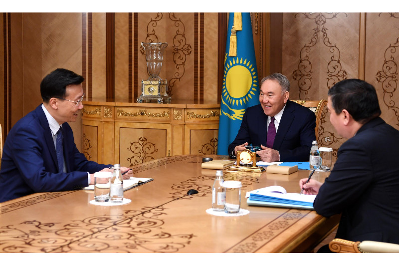 首任总统纳扎尔巴耶夫会见中国驻哈大使张霄