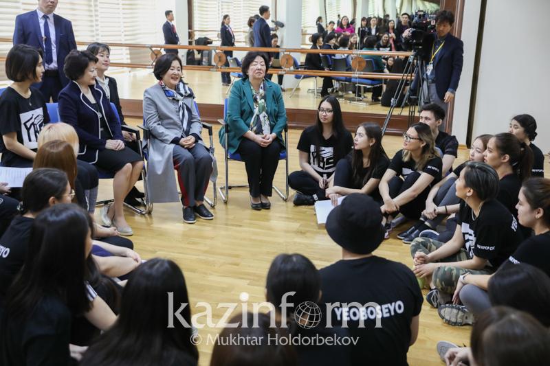Қазақтың әндерін радио арқылы тыңдадым - Кореяның бірінші xанымы