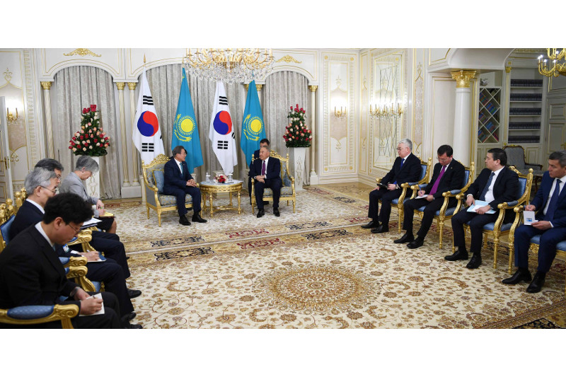 Nursultan Nazarbayev meets with South Korean President