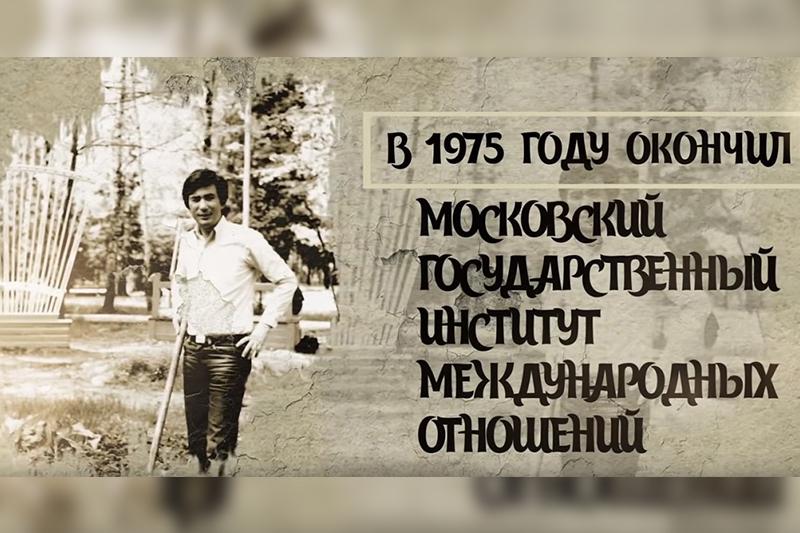网上出现了关于哈萨克斯坦总统托卡耶夫生平经历的短片