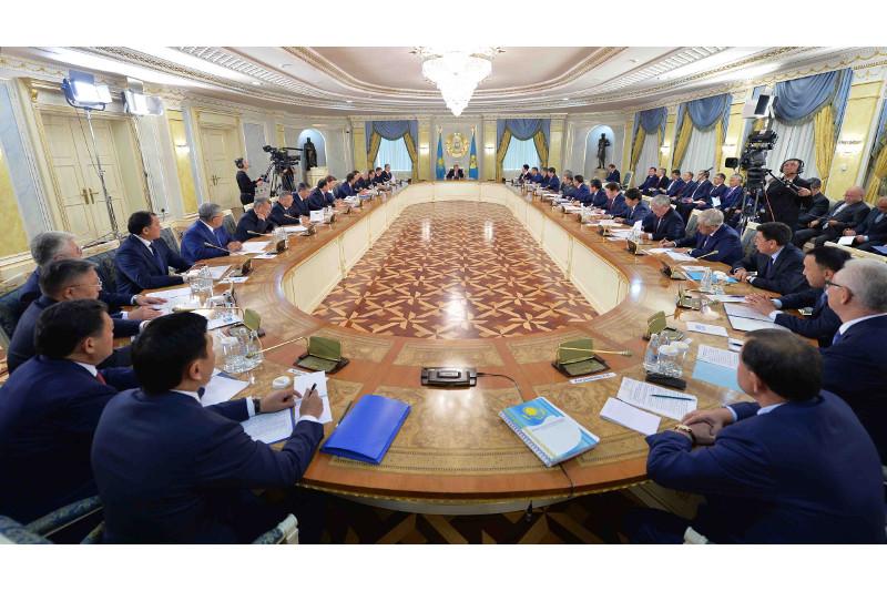 首任总统纳扎尔巴耶夫谈及安全会议主要工作