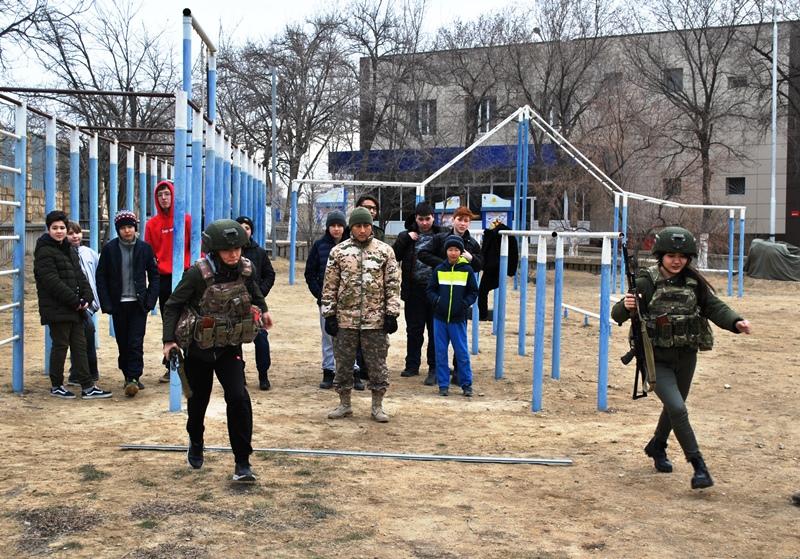 Моряки обучили военному делу юных патриотов