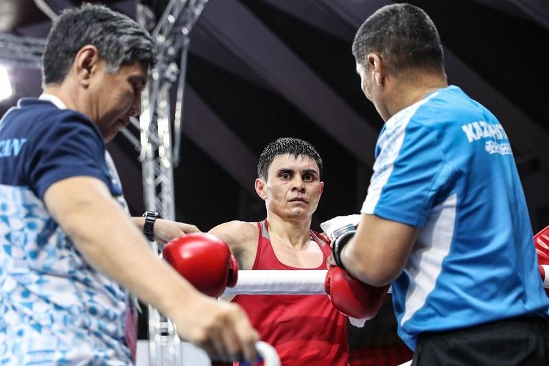 Вице-чемпион Азии из Казахстана вышел в полуфинал ЧА-2019 по боксу