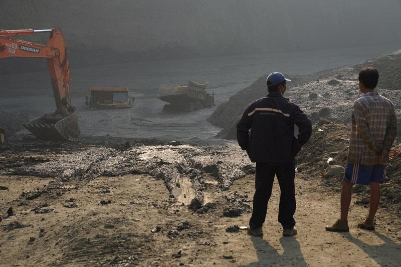 Мьянмада шахта опырылып, 54 адам үйінді астында қалды