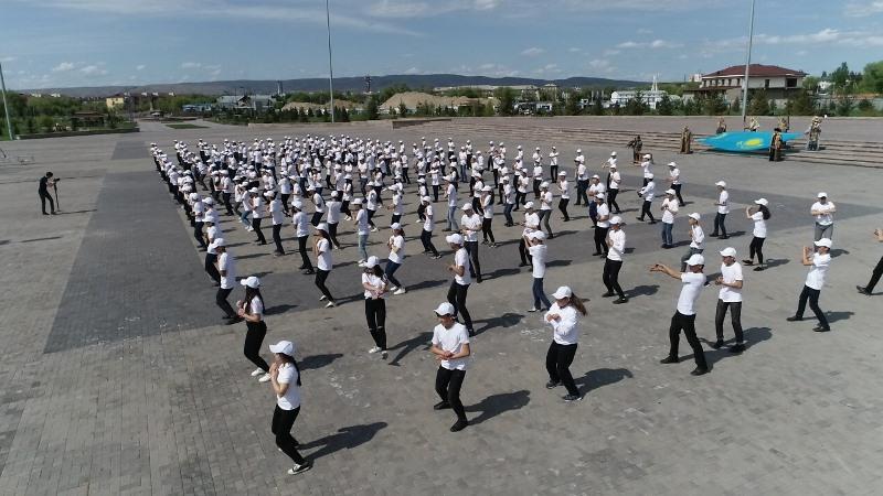 Талдықорғандық 300-ге жуық студент сайлауға қолдау білдірді
