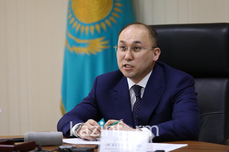Даурен Абаев проводит личный прием граждан в партии  «Nur Otan»