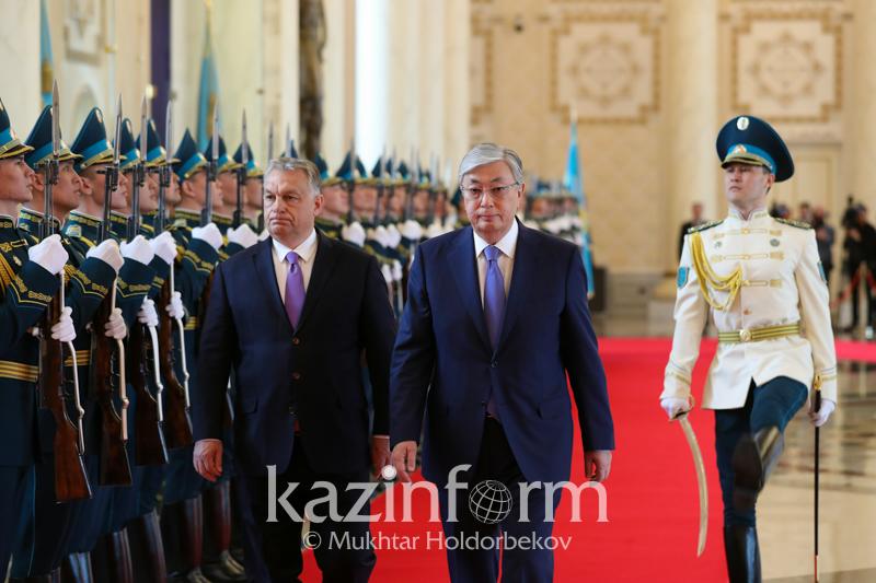 托卡耶夫总统会见匈牙利总理欧尔班