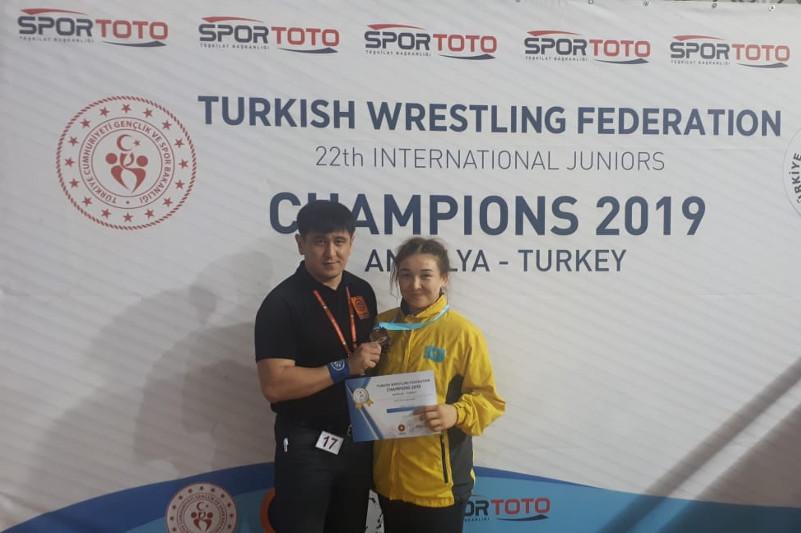 Kazakh female wrestler wins bronze in Turkey