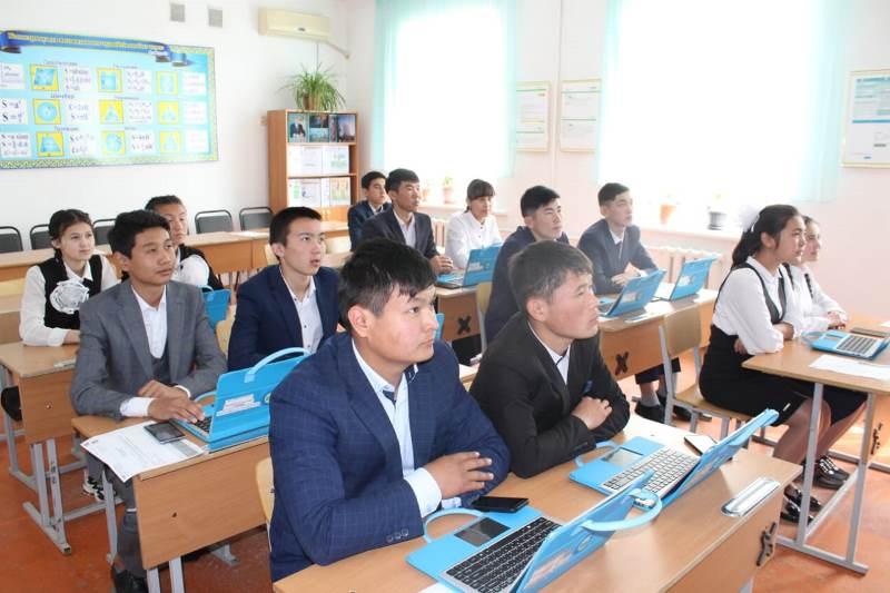Түркістандық оқушылар электронды қызмет алуды үйреніп жатыр