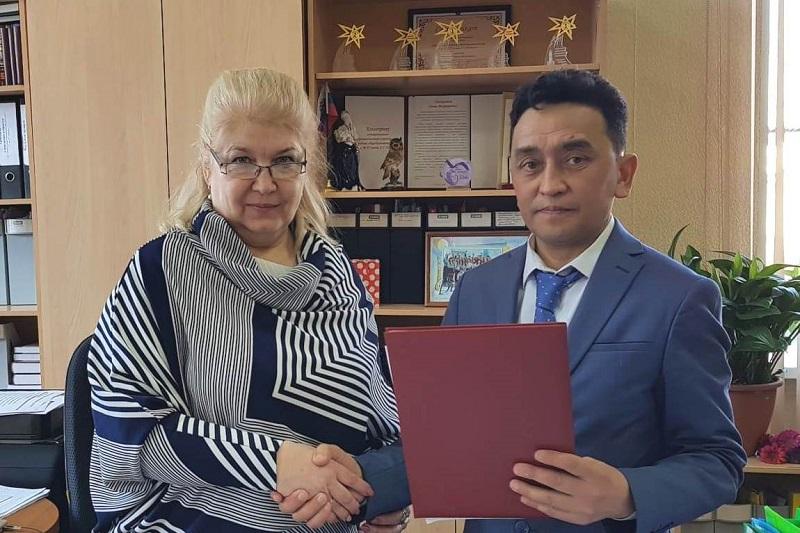 鄂木斯克中学开设哈萨克文化中心