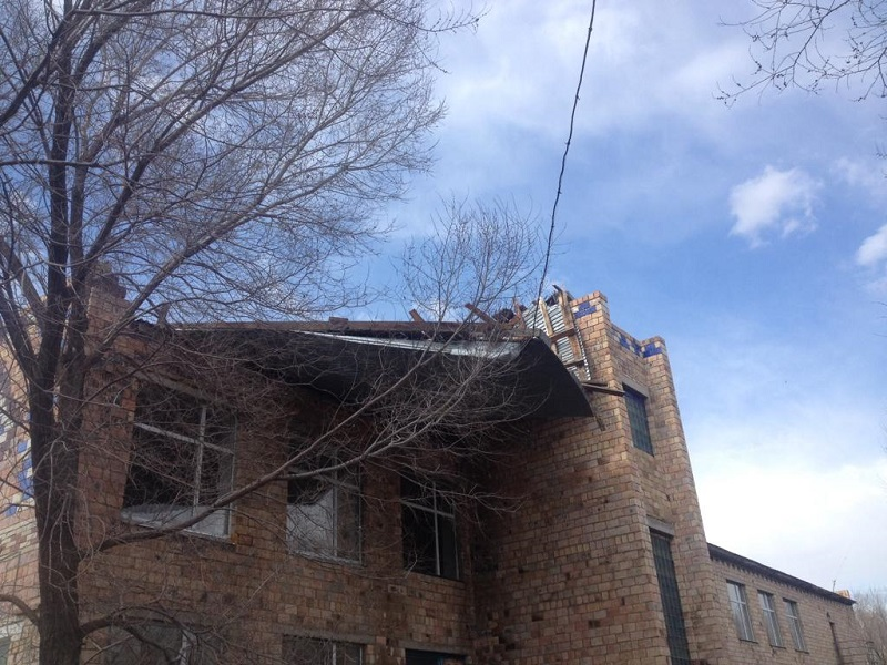 Wild wind tears off roofs across Karaganda rgn