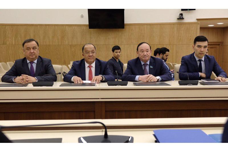 Президенттікке үміткер Төлеутай Рахымбеков ОСК-ға құжаттарын тапсырды