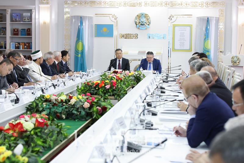哈萨克斯坦民族和睦大会理事会召开扩大会议