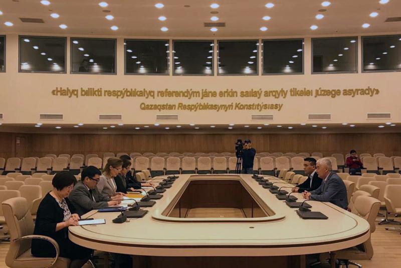 Претендент от РОО «Ұлт тағдыры» Амиржан Косанов подал документы в ЦИК РК