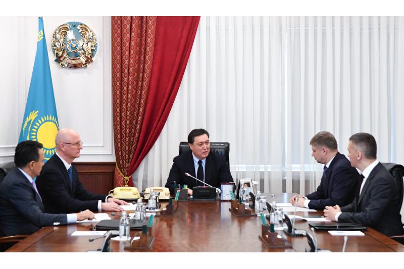 Askar Mamin meets CEO of Russian Railways JSC Oleg Belozerov
