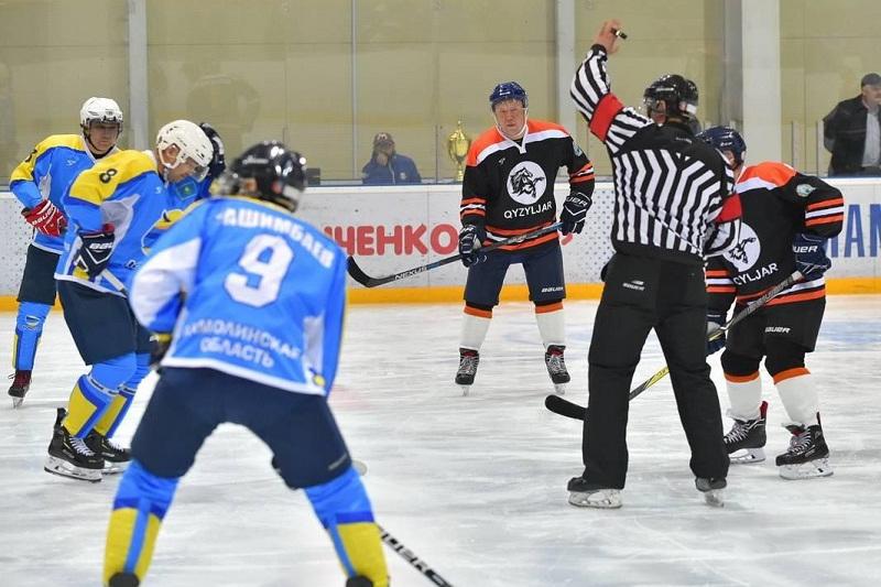 Аким СКО играет в ночной хоккейной лиге