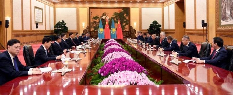 首任总统纳扎尔巴耶夫同中国国家主席习近平举行会晤