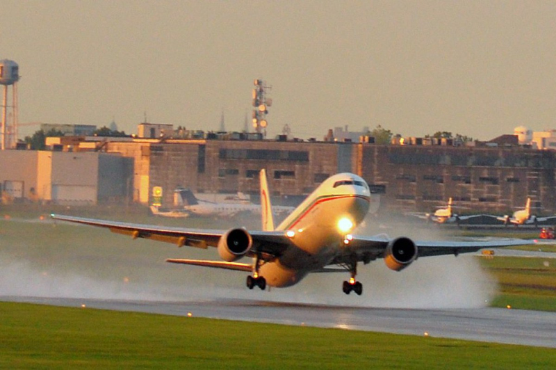津巴布韦航空公司一架波音767客机发生空中起火 在南非降落