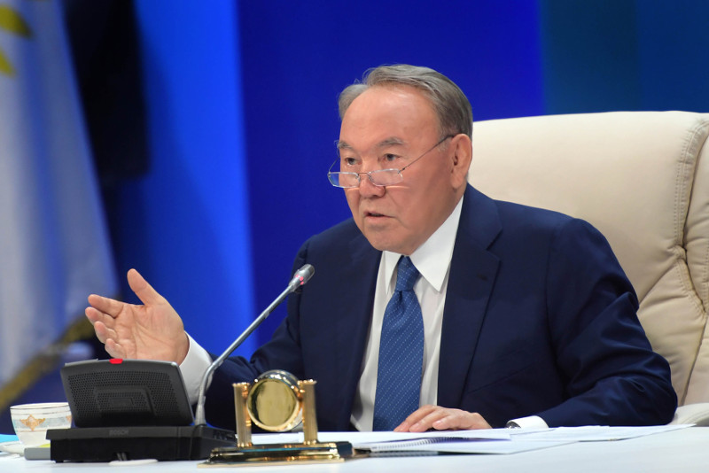 首任总统:民族间团结友谊使国际分析人士的预测化为乌有