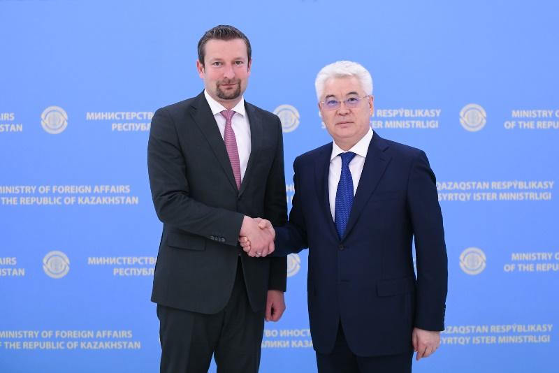 匈牙利驻哈大使结束任期归国