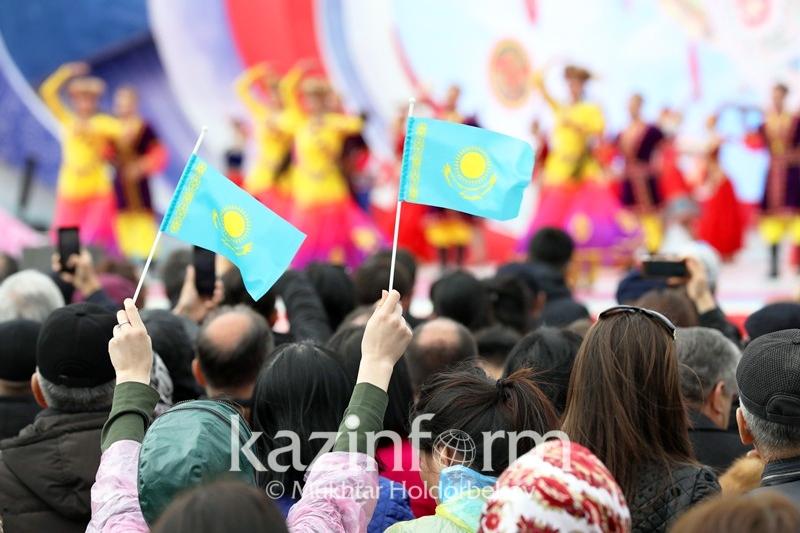 哈萨克斯坦总统广播电视综合体发布视频祝贺团结日