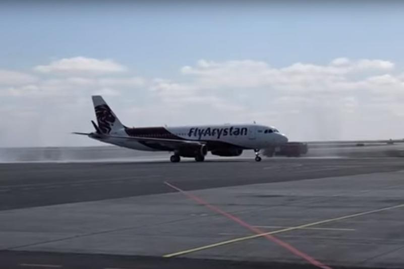 我国首家廉价航空公司--飞狮航空成功完成首航