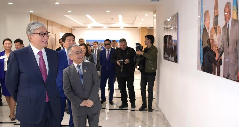 托卡耶夫总统参观联合国位于阿拉木图的新办公室