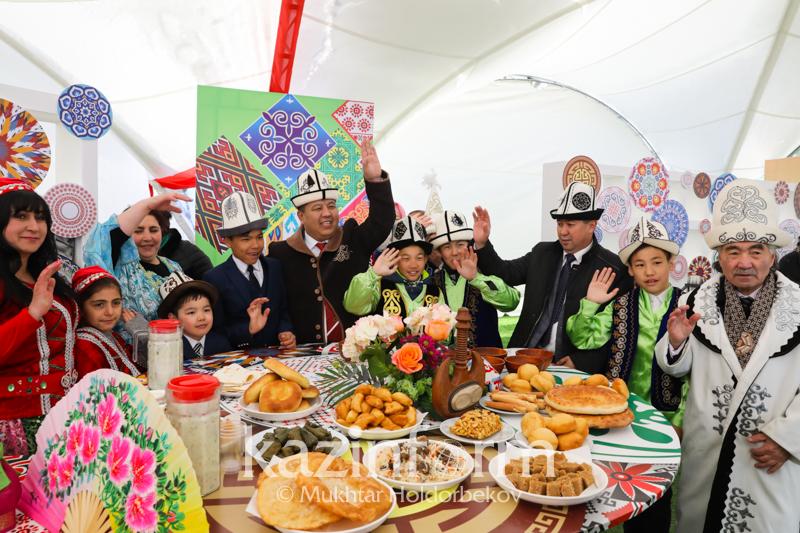 努尔-苏丹市热烈庆祝民族团结日