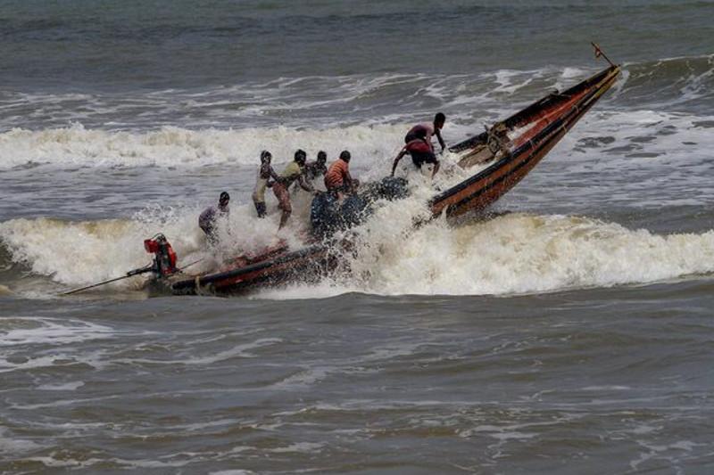 极强气旋逼近 印度东部80万人撤离避难