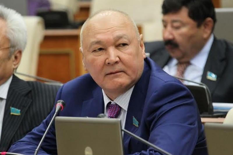 Лингвистикалық комиссия: Жұматай Әлиев 13 сөйлемнен 19 қате жіберді