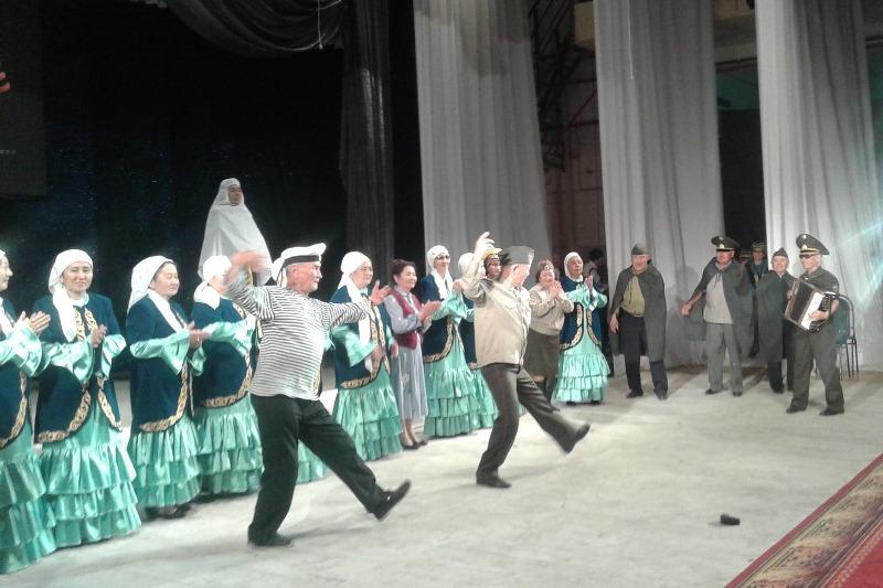 Более 400 пожилых артистов споют песни военных лет в Карагандинской области