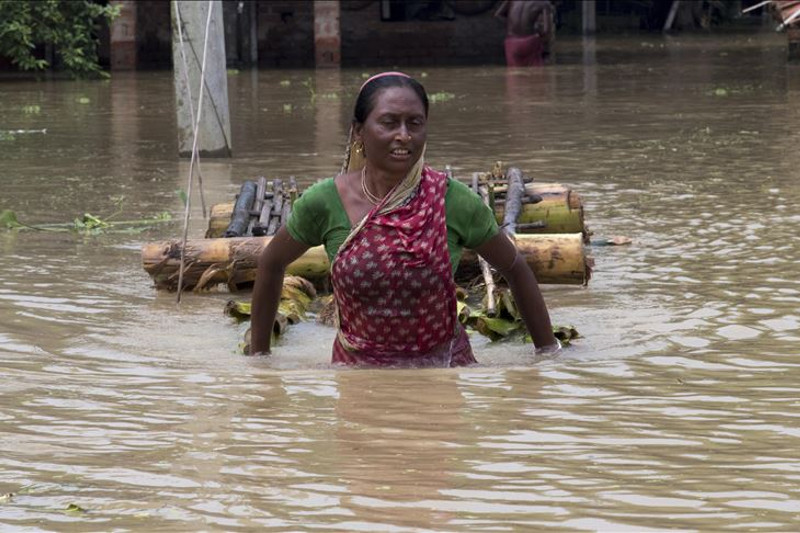 India braces for tropical cyclone